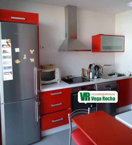 Cocina fabricada en DM hidrófuga y lacada en rojo Ferrari ...