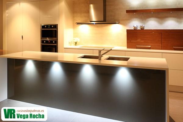 Iluminar la cocina con luz led cocinas las palmas - Led para cocina ...